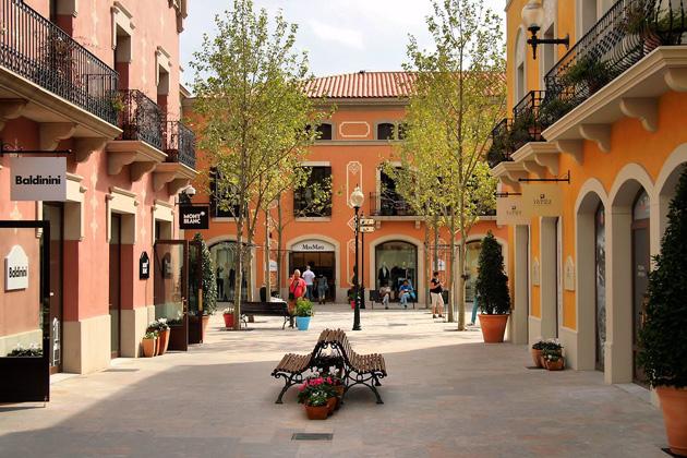 Hacer un nombre Ciudadano Puerto marítimo  La Roca Village: le paradis des shoppeurs [toutes les infos pratiques]